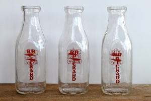 Chinese Glass Bottles/ Glass Bottle China/ Glass Bottle Wholesale pictures & photos