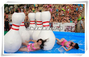 Summer Hot Sale Inflatable Bowling Ball Game with Water Pool