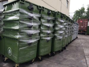 1100 HDPE Garbage Can with Wheels pictures & photos