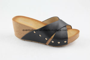New Arrival Lady Beach Sandal with Flat Heel pictures & photos