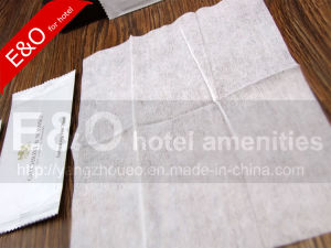 Disposable Wet Wipes / Wet Tissue / Non-Woven Wipe / Refreshing Wet Towel pictures & photos