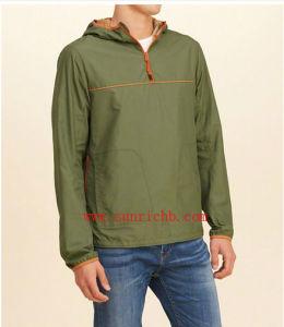 Men′s Hooded Nylon Windbreaker Anorak (S16003) pictures & photos