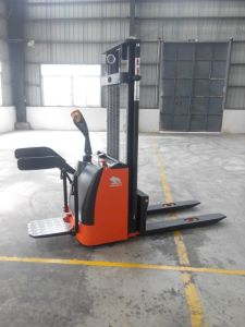 Economic Electric Stacker with Good Quality and Copetitive Price pictures & photos