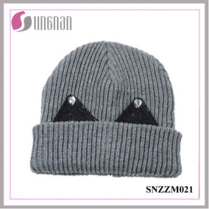 Best Design Winter Warm Thick Wool Cap Sweet Rhinestone Ear Knit Hat pictures & photos