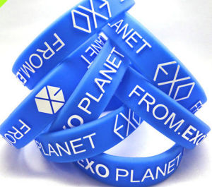 Debossed Wristband Customize Silicone Rubber Bracelet pictures & photos