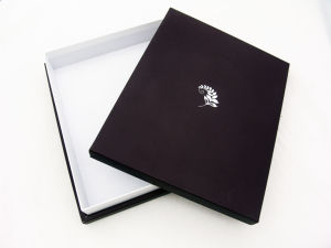 Custom Elegant Paper Gift Box pictures & photos