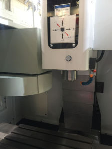High Precision High Performance CNC Vertical Milling Machine (XH7125) pictures & photos