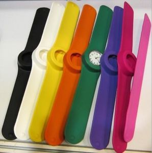 Multi-Color Sports Digital Slap Silicone Christmas Gift Watch (DC-092) pictures & photos