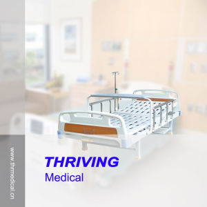 Single Crank Manual Hospital Bed (THR-MB114) pictures & photos