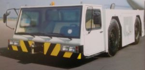 Aircraft Tow Tractor (QDZ5220TQY) pictures & photos