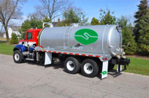 Suction Sewage Truck, Effective Volume of Tank: 12cubic Meters, 230 HP pictures & photos