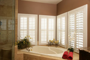 High Quality Wood Plantation Shutter pictures & photos