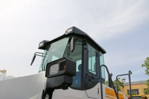 China 5 Tons 162kw Engine Wheel Loader with Ce pictures & photos