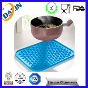Heat Resistant Anti-Skidding Silicone Mat for Cooking pictures & photos