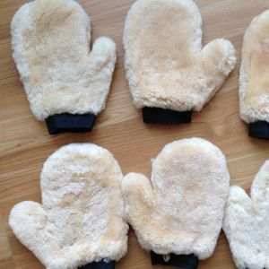 Genuine Soft Sheepskin Car Wash Cleaning Glove pictures & photos