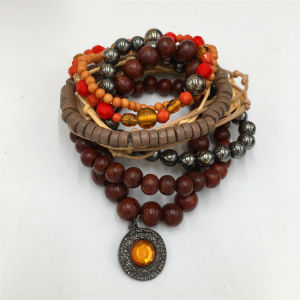 Fashion Handmade Wooden Bracelet Beads Bracelet with Heart pendant pictures & photos