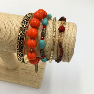 Hot Selling Charm Alloy Bracelet Knitting Bracelet with Beads pictures & photos