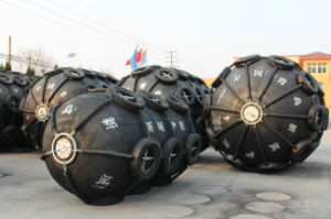 Tire and Chain Arround Inflatable Rubber Fender pictures & photos