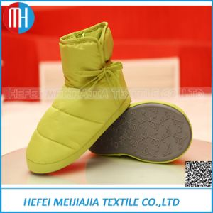 Wholesale China Cheap Factory Down Feather Girls Slippers Shoes for Home pictures & photos