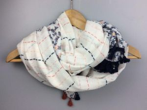 Fashion Printing Scarf with Cotton Tassel Fashion Accessory Supplier pictures & photos