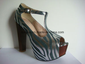 Lady Leather Colored Pattern Shoes with Square Wooden Heel Thick Platform pictures & photos