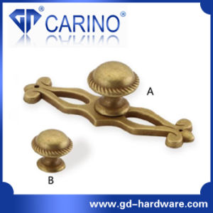 Hot Sale Classical Antique Brass Kitchen Cupboard Handles (GDC0047) pictures & photos