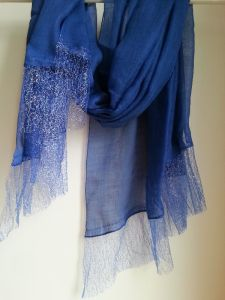 50% Wool 50% Silk Bright Lace Trimed Shawl pictures & photos