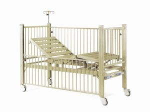 Two Cranks Manual Medical Children Bed (XH-F-6) pictures & photos