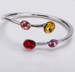 Fashion Jewellery Made of Friendly Alloy and Pure Crystal