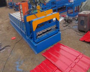 828 Colored Glazed Tile Roofing Sheet Roll Forming Machine pictures & photos