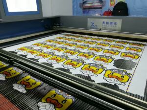 Printed Fabric Automatic Edge Tracking Cutting Machine pictures & photos
