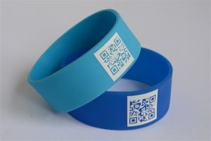 RFID Silicone Wristbands with Clear Barcode in Surface pictures & photos