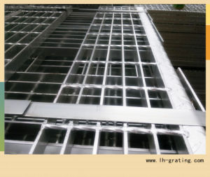 Hot Sale Galvanizing Steel Stair Tread with Nosing pictures & photos