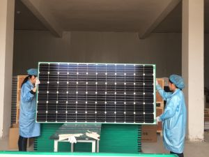 Cheap Mono Poly 100W 120W 150W 200W 250W 300W 330W Solar Panel in Stock pictures & photos
