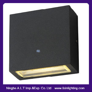 Modern Square LED Wall Lamp with CREE Chip Black/White pictures & photos