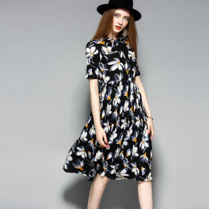 Floral Print Pleated Lace-up Collar Women Party Dress with Button-Down pictures & photos