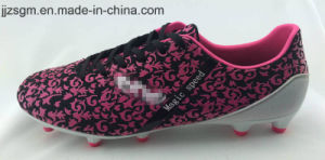 Fashion Comfortable Football/Soccer Shoes with TPU Outsole pictures & photos