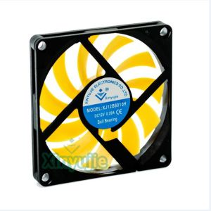 High Quality 12V 80mm Brushless DC Cooling Fan 80X80X10mm with PWM pictures & photos