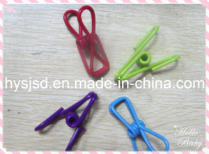 Colored High Quality Clothespin pictures & photos