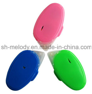 Double Sided Glue Runner/Adhesive Roller/Glue Roller/Tape Roller pictures & photos