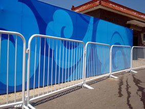 Hot-Dipped Galvanized Crowd Control Barriers pictures & photos
