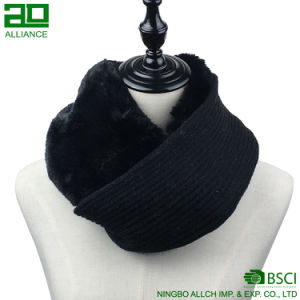 Contrasting Design Furry and Knitted Infiniry Scarf pictures & photos