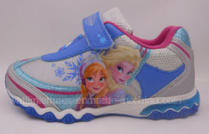 Girls Sports Shoe with Light pictures & photos