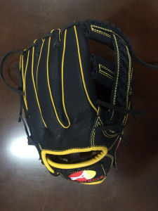 Professional Customized Black Baseball Glove (01) pictures & photos