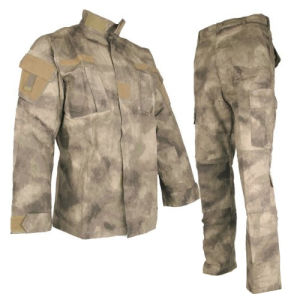 Newest China Wholesale Camo Tactical Military Army Combat Uniform pictures & photos