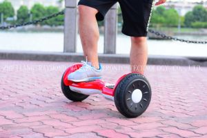 10 Inches Electric Scooter with Lithium Battery pictures & photos