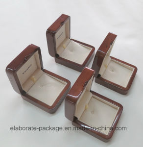 Customized Brown Wood Necklace Pendant Gift Box pictures & photos