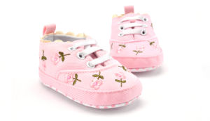 2017 New Fashion Indoor Toddler Shoes Infant Kids Baby Shoes pictures & photos