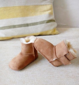 Velcro Design Sheepskin Baby Toddler Shoes in Pink pictures & photos