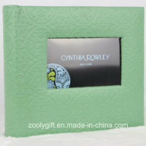 Design Embossed Green PU Leather Wedding Photo Album with Photo Window pictures & photos